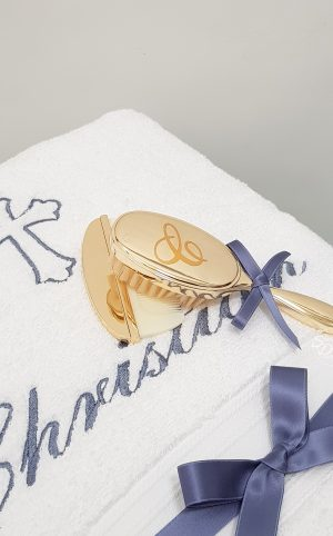 baptism-christening-hair-brush-comb-gold-vinyl-hbc30Ginitial-F5'C'